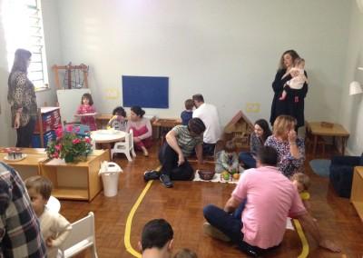Famílias Interagindo com as Crianças