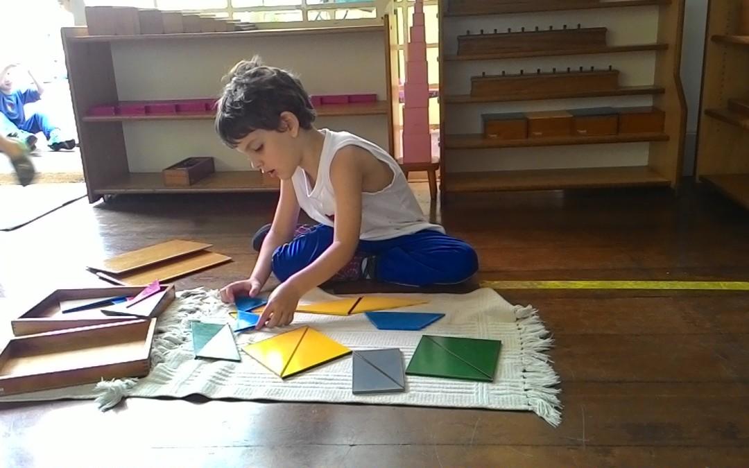 Infantile – Caixa Retangular de Triângulos Construtores