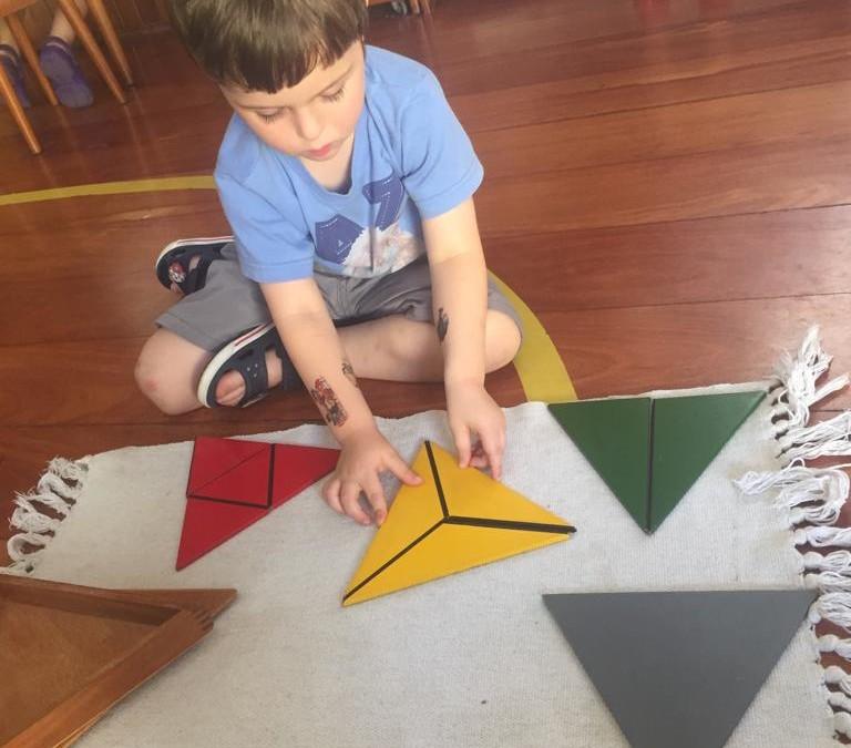 Infantile – Triângulos Construtores